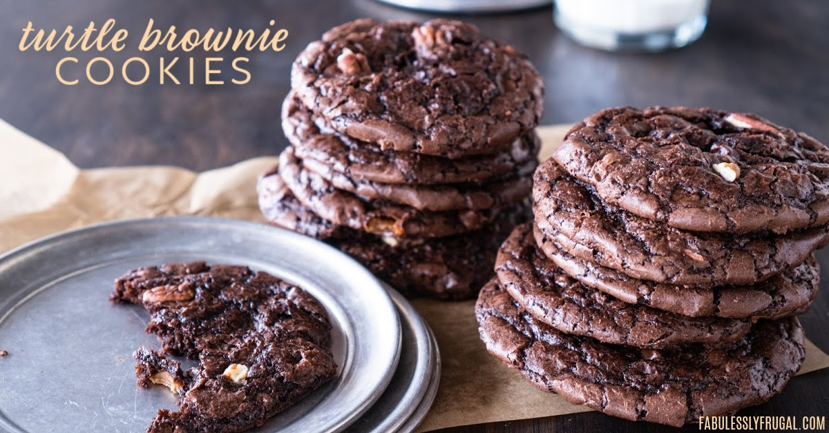 Turtle brownie cookies, or should I call them ready in 10 minutes comfort food? Both work and it is so delicious